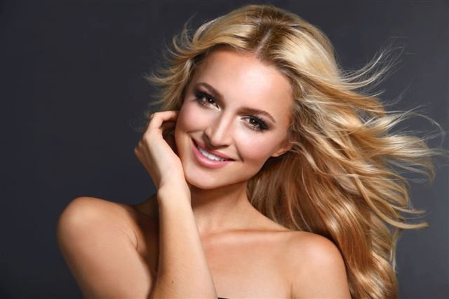 Pretoria beauty, Melinda Bam was crowned Miss South 2011 at a gala event held at Sun City on 11 December 2011.