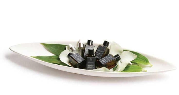 Jaye Niemi Australia:  luxuriously elegant Aromatic Oils and interior fragrance products, enhanced with essential oils, hand-poured in Australia.