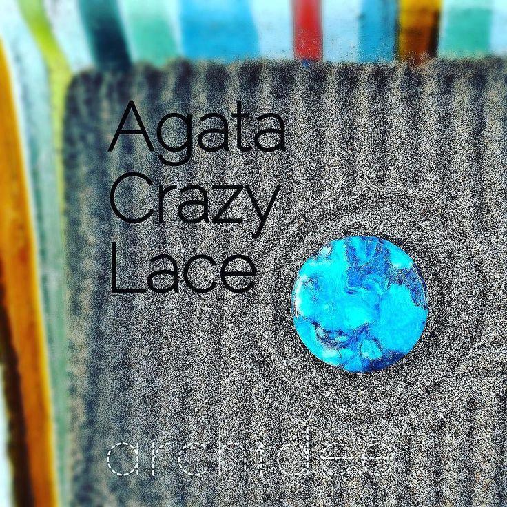 #agatacrazylace : varietà di #agata che si forma prevalentemente in Messico con disegni molto irregolari e variegati. L'agata appartiene alla famiglia dei quarzi ed è porosa spesso viene tinta artificialmente. Ha forte potere energetico per la mente ed il corpo dona equilibrio e coraggio protegge la casa e la coppia. #agate