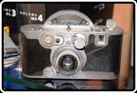 UNIVEX MERCURY II    Cãmera fabricada nos USA  em 1945.    Usa Filme 135.