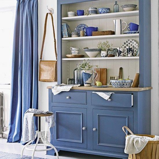 móvel azul na sala de jantar