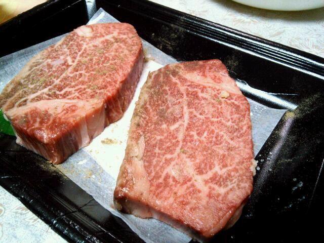 父の誕生日にプレゼント~(*^▽^)/★*☆♪ - 72件のもぐもぐ - 米沢牛ステーキ by milk0513