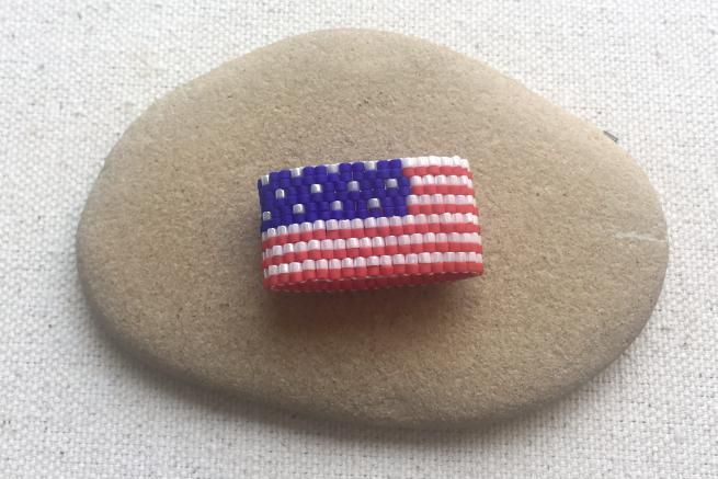 Free American Flag Peyote Ring Pattern by Lisa Yang featured in recent Bead-Patterns.com Newsletter