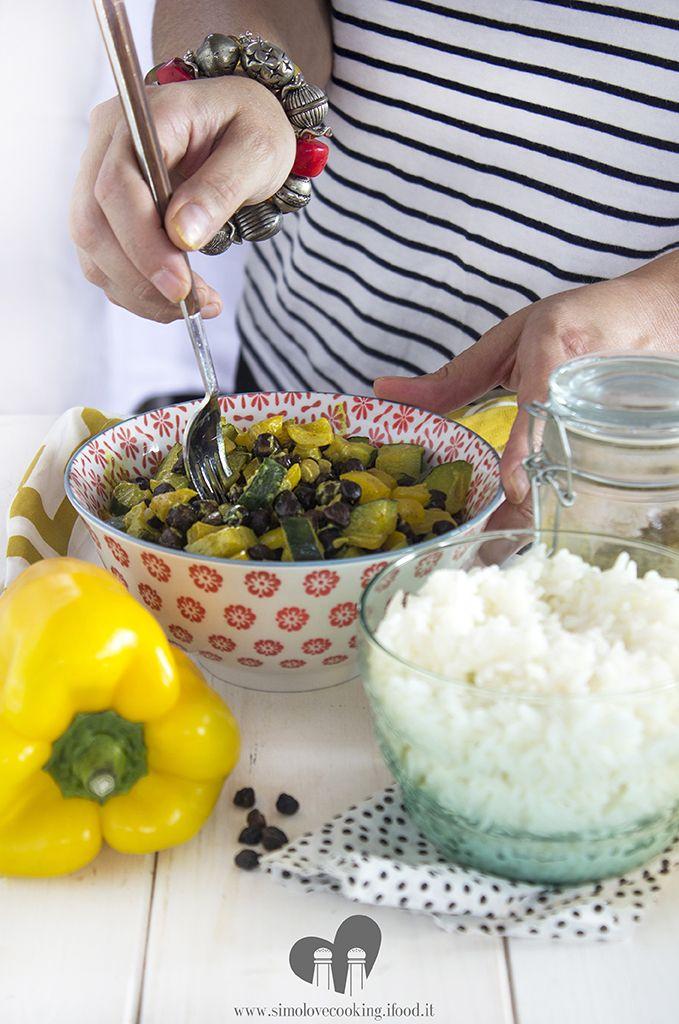 ceci neri e verdure al curry