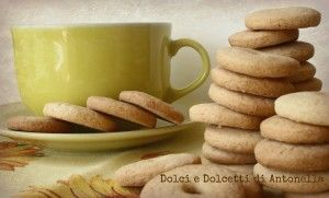 Ecco dei biscotti alla panna simil macine perfetti per una bella e sana colazione mattutina! Tutti i giorni sempre di corsa...ma la domenica mattina una bella colazione relax ci vuole proprio!