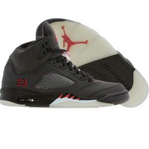 Air Jordan V Raging Bull - I want these. If I have a boy he will have these, lol.