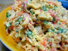 Салат-начинка для лаваша 1 упаковка крабовых палочекмяса 3 вареных яйца 1 репчатый лук среднего размера 70 гр сыра корейская морковь - количество определяется вкусовыми предпочтениями (грамм 200) зелень - кинза, петрушка, укроп майонез лаваш - для рулетов