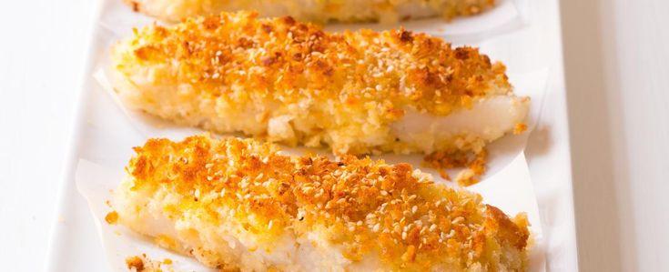 Troubu předehřejte na 220 °C. Strouhanku přesypte do mísy a smíchejte ji s polovinou semínek. Rybí filety z obou stran osolte a opepřete, potřete...