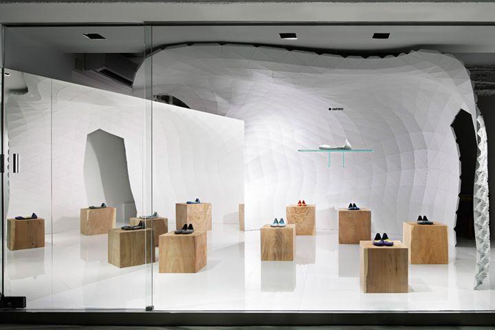 Iguaneye Shoe Store by Soichi Mizutani, Tokyo – Japan http://ift.tt/1OMOaUi