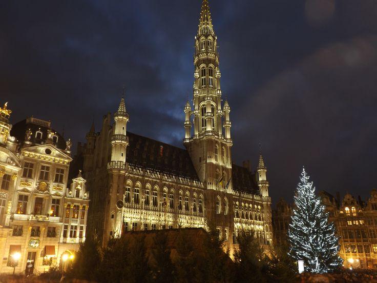https://flic.kr/p/i9L35f | City hall at Christmas | Brussels, Belgium