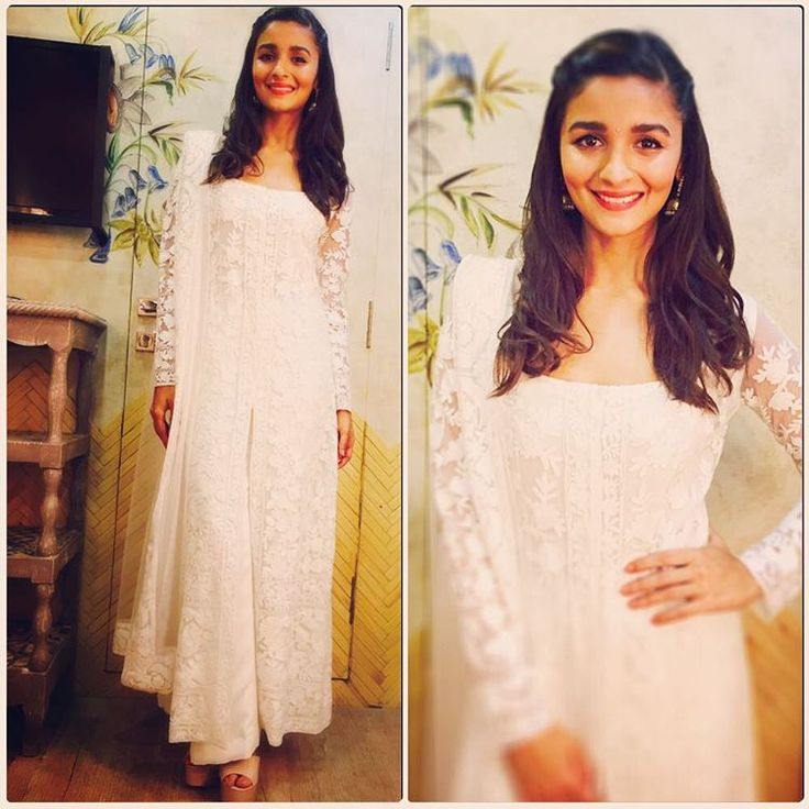Alia wearing Manish lovely outfit!!