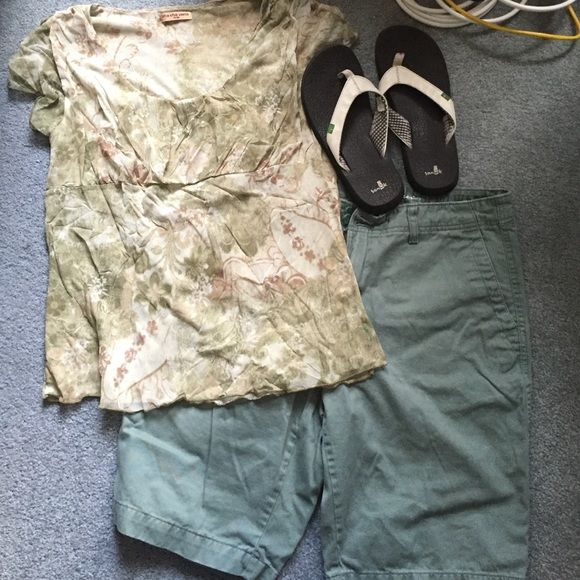 """Eddie Bauer Olive Shorts Classic Essie Bauer style and comfort. Only worn a handful of times. Shorts land just at the top of my knees (I'm 5'2""""). Hate to see them go, but they no longer fit. Eddie Bauer Shorts"""