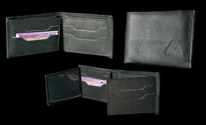 Fotografía y montaje. Billetera negra para hombre.