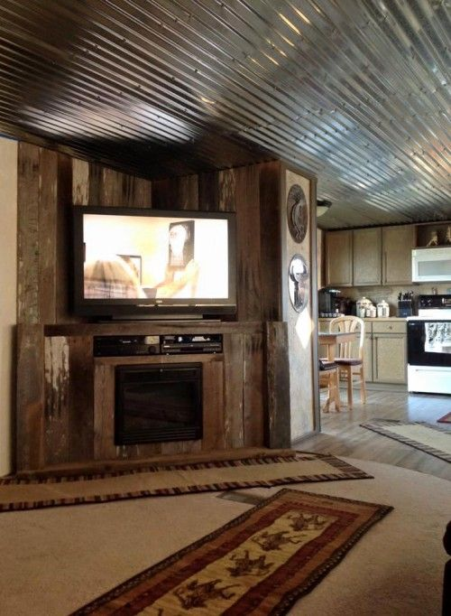 mobile home renovation professional artist creates rustic masterpiece design de mur. Black Bedroom Furniture Sets. Home Design Ideas