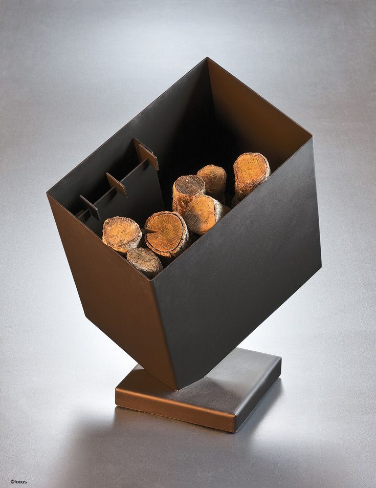 #kasifocus. Porte-bûches en acier noir mat avec pince, pelle et tisonnier.