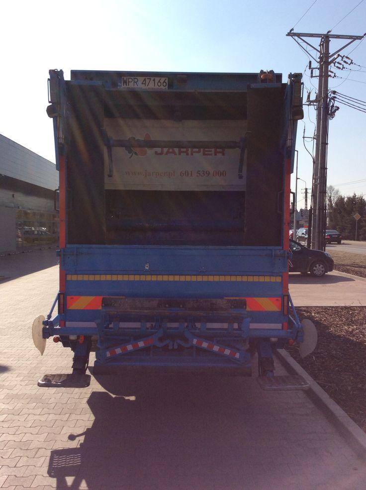Uniwersalne urządzenie zasypowe zamontowane w śmieciarce NTM KGHH na podwoziu SCANIA. Lift Refuse truck, rear loader lift, garbage vehicles, Lifter Kommunalfahrzeuge, Benne a ordures, Recolectores, piccoli camion, Carico posteriore