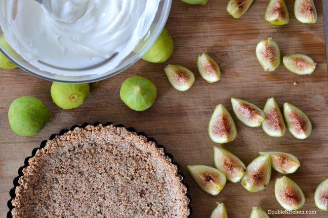 Fresh yogurt and figs cake