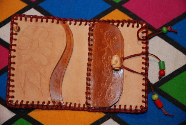 Billetera para dama personalizada | Flickr - Photo Sharing!  en cuero natural  costura artesanal en hilo encerado. $ 53.000 contacto 3007191348 Colombia