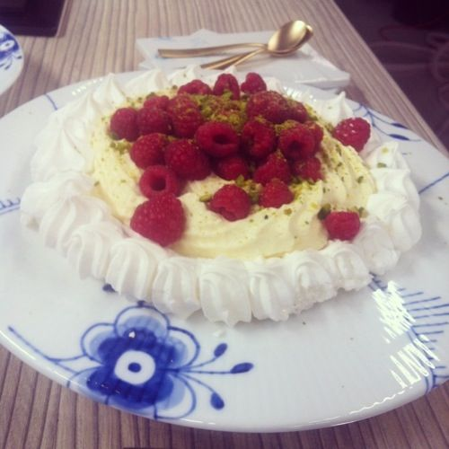 Marengs med citronskum og hindbær - Louisa Lorang