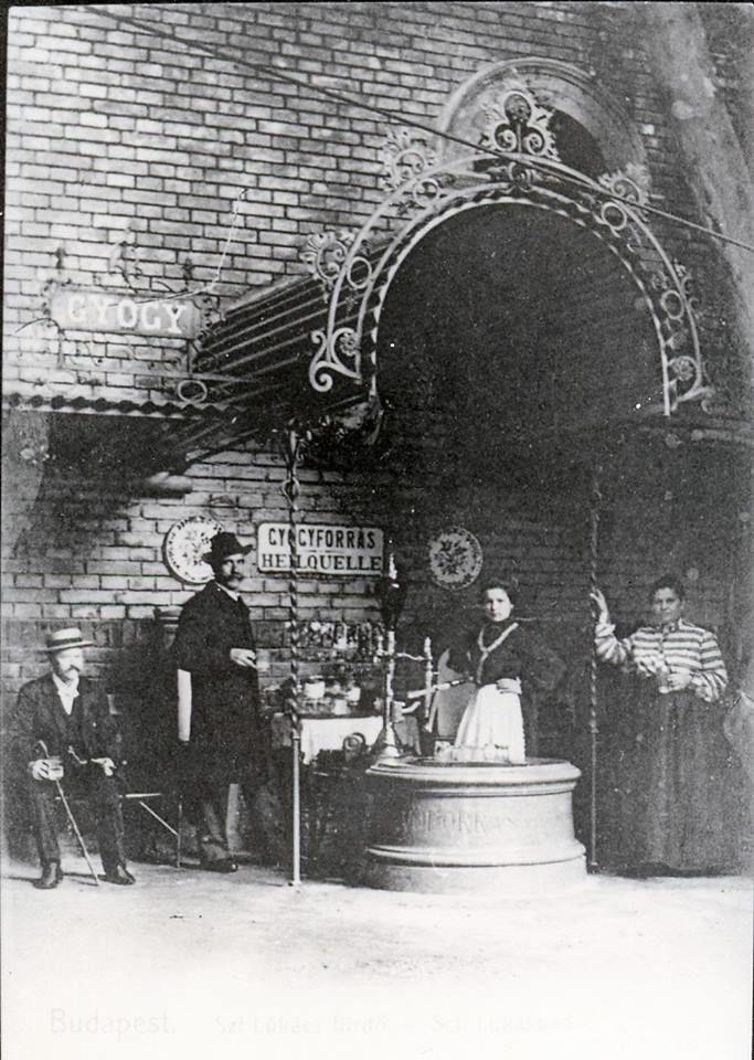 1900 körül. A Lukács fürdő ivókútja