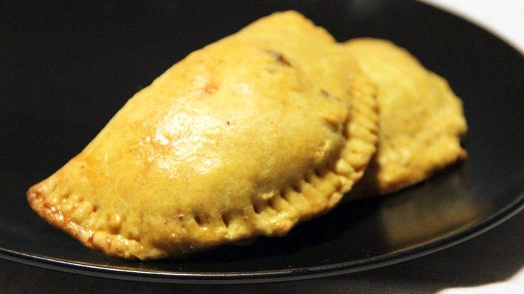 Quand on pense à la Jamaïque, on pense à Bob Marley, au reggae,aux substances illicites... Mais connaissez-vous la cuisine jamaïcaine ? Je crois que je n'avais jamais entendu parler d'une recette de là-bas avant de découvrir cette spécialité. Les beef patties sont des sortes de petits chaussons qui rappellent les empanadas d'Amérique du sud. Ils…