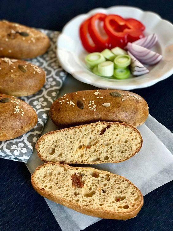 Gluténmentes, kelesztés nélküli szénhidrát-csökkentett paradicsomos-pizzás bagett recept Könnyű, laza szerkezetű, lukacsos tésztájú kenyérhelyettesítő Tészta hozzávalói (8 db-hoz, 465 grammhoz): 200 g Szafi Fitt ke