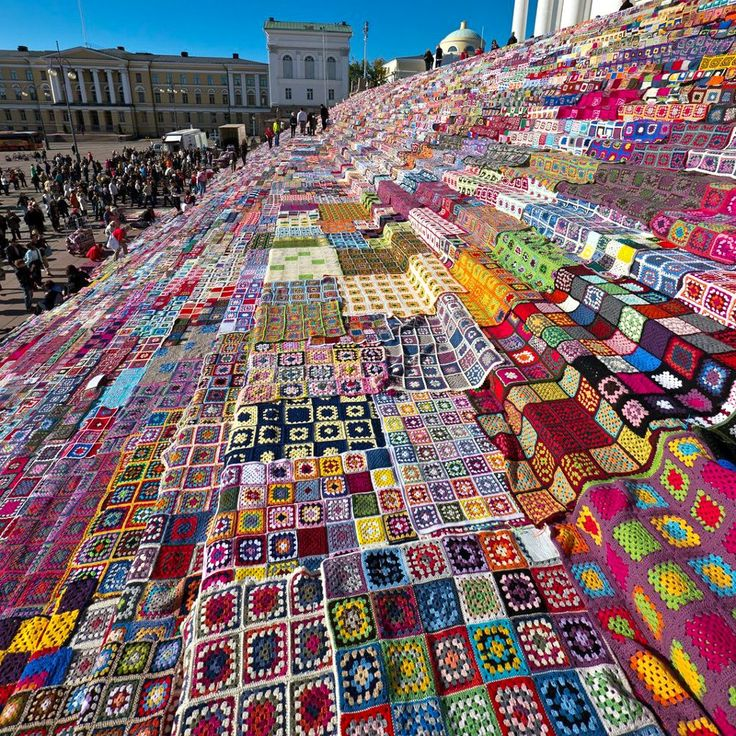 Granny squares on the steps of the Helsinki Cathedral