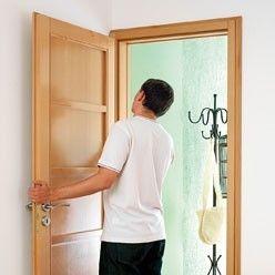Remplacer une porte en trois gestes (http://www.systemed.fr/)