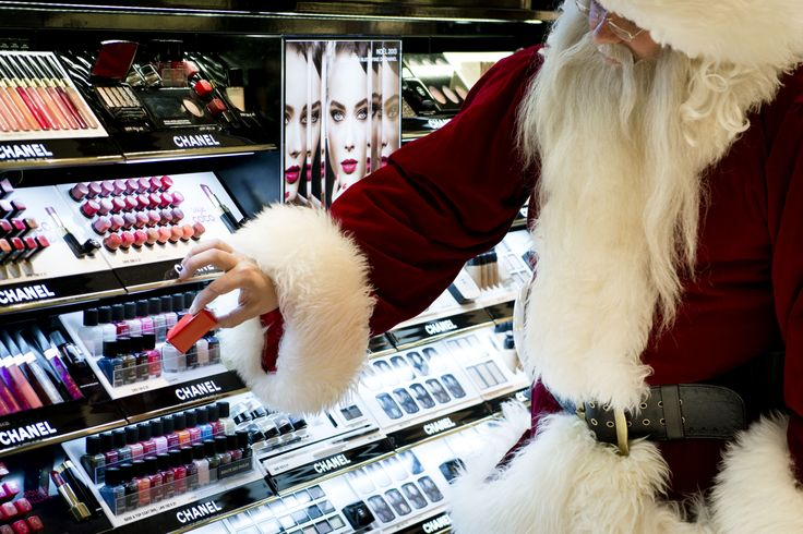 Santa wants to spoil Mrs. Claus. Our Main Tax Free Store seems to be the right place to find the perfect present :)  #CPHchristmas13