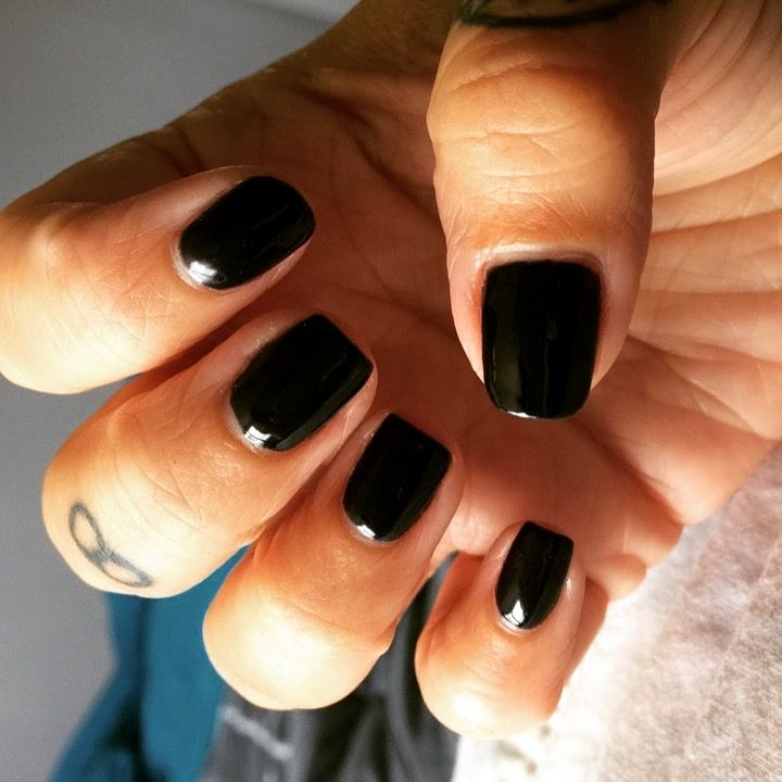 Black gelish