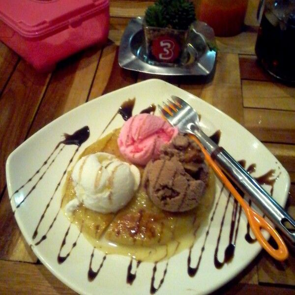 Ice cream 3 scoop at pisangan lama III mm cafe