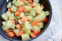 Legumes na manteiga rápidinho! Para dar praticidade estes legumes são cozidos com o vapor da panela de arroz e finalizados com manteiga e tomilho!