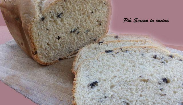 Il pane alle olive è realizzato con la macchina del pane Moulinex OW3101. Perfetto per le vostre bruschette oppure per accompagnare le vostre pietanze