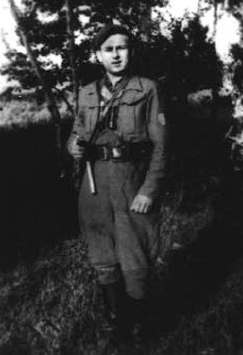"""Sierż. Wojciech Organowski """"Fryga"""", żołnierz oddziału Czesława Czaplickiego """"Rysia"""". Uczestnik rozbicia więzienia w Krasnosielcu 1 maja 1945. Aresztowany 1 listopada 1946, uciekł w kwietniu 1947."""