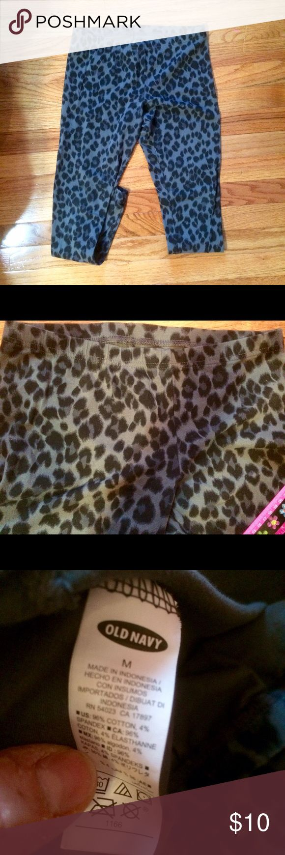 "Old Navy Leopard Leggings Black and Grey leggings from old navy. Practically new in Excellent condition! No signs of wear. Inseam is 60"" and the waist is 34"" Old Navy Pants Leggings"