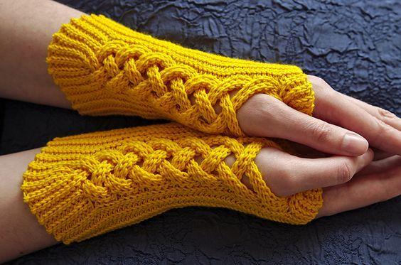 Crochet fingerless mitts. Ravelry: Rotweinknoten pattern by Tanja Osswald: