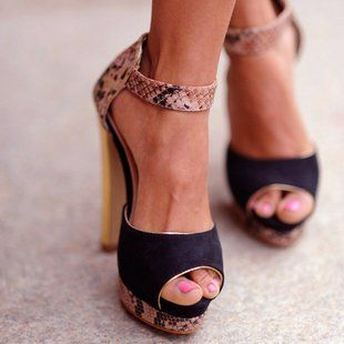 : Killers Heels, Snakes Skin, Summer Shoes, Black Heels, Animal Prints, Hot Heels, High Heels, Fashion Sho, Ankle Straps