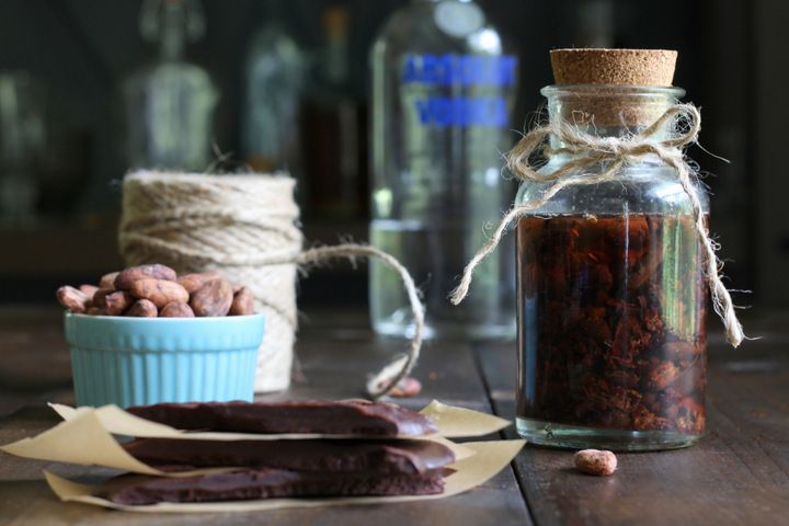 How To Make Chocolate Extract on Mommypotamus at http://www.mommypotamus.com/how-to-make-chocolate-extract/