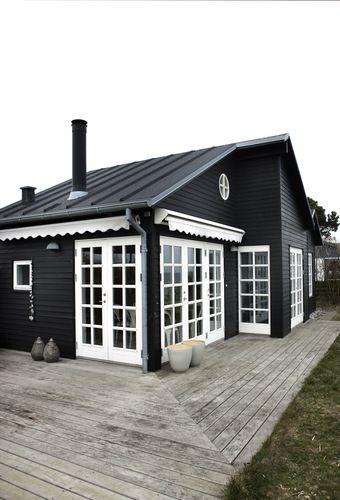 Une cabane de bois noir sur la grève | | PLANETE DECO a homes worldPLANETE DECO a homes world