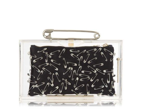 Minaudière Punk Pandora Charlotte Olympia & Tom Binns http://www.vogue.fr/mode/shopping/diaporama/punk-spirit/12898/image/747875#!minaudiere-punk-pandora-collection-charlotte-olympia-amp-tom-binns-epingle