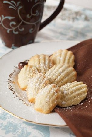 Madeleines - the perfect DIY project french wedding favour for your shabby chic or wedding in France with Martha Stewart madeleine receipe