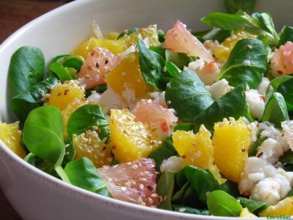 Salade de crabe aux agrumes et vinaigrette au miso et gingembre