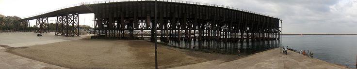 """PUENTE DE MINERAL En el barrio de las Almadrabillas, se encuentra este cargadero de mineral, llamado """"Puente Inglés"""", que unía la estación del tren con el puerto. Data del año 1902 y es una obra maestra de la arquitectura del hierro, siguiendo las directrices de la escuela de Eiffel. Su edificación fue posible debido a la construcción del Puerto y del Ferrocarril. El Puente enlaza la estación del tren con el puerto."""