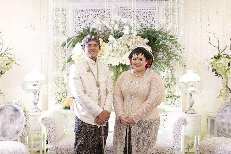 Pernikahan Jawa dengan Sentuhan Merah ala Puri dan Luhuri -