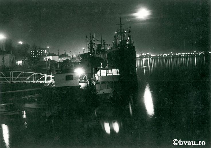 """Galați : Când Dunărea visează... : (Nocturnă în portul Galați) / Năstase Marin .- Galaţi, 1970. Imagine din colecțiile Bibliotecii """"V.A. Urechia"""" Galați."""
