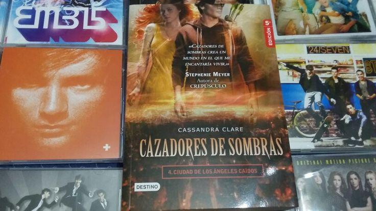 """""""Cazadores de Sombras: Ciudad de los Ángeles Caídos"""" escrito por Cassandra Clare:"""