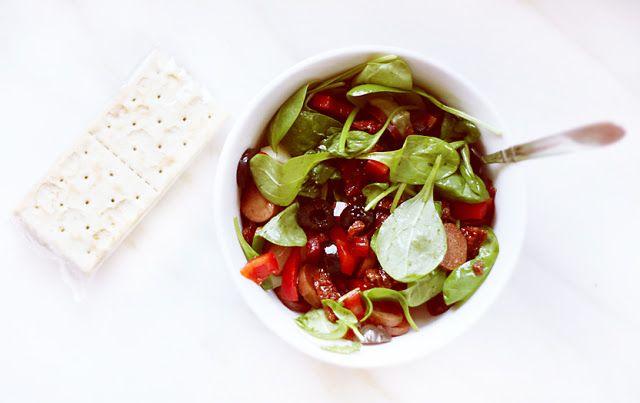 Kolorowa sałatka śniadaniowa