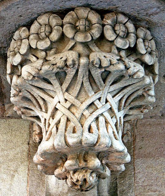 Barcelona ~ Antoni Gaudí    (photo: Roger de Lluria)