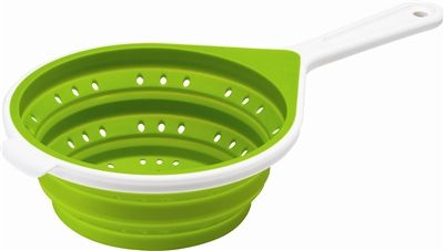 Colanders can be so bulky and take up a lot of space when you pack. That's why this collapsible colander is so perfect for camping, you can pack it down flat!