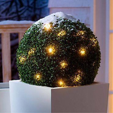 Beleuchtete Buchsbaumkugel mit LED-Lichterkette   weltbild.de